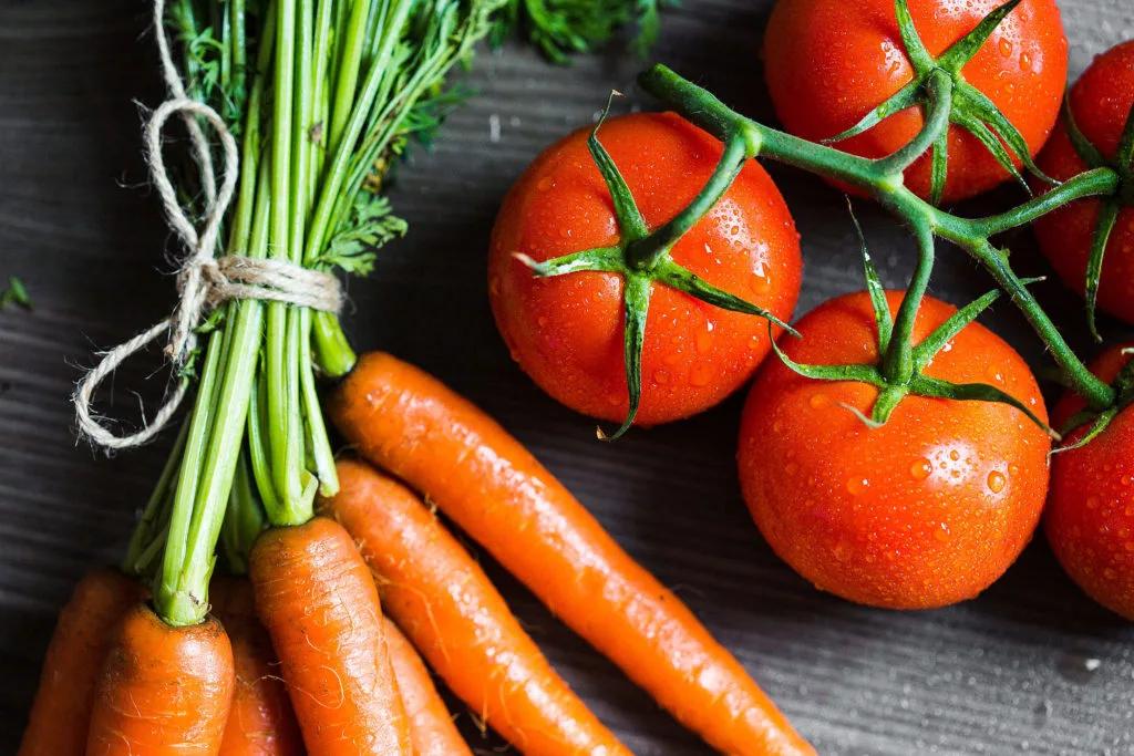 zanahoria y tomates